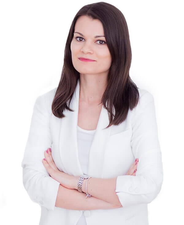 Dana Jugravescu este medic dermatolog in cadrul clinicii Derma Expert by Elōs specializat in tricoscopie